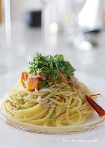 スパゲティビアンケッテイ (しらす、フレッシュトマト、バジル)