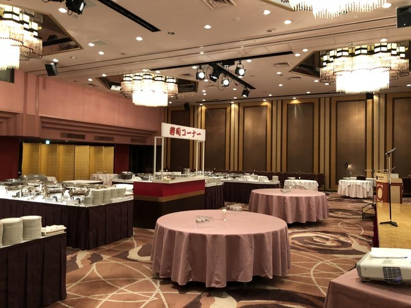 ホテルの宴会場にて専属の寿司職人もやっております。