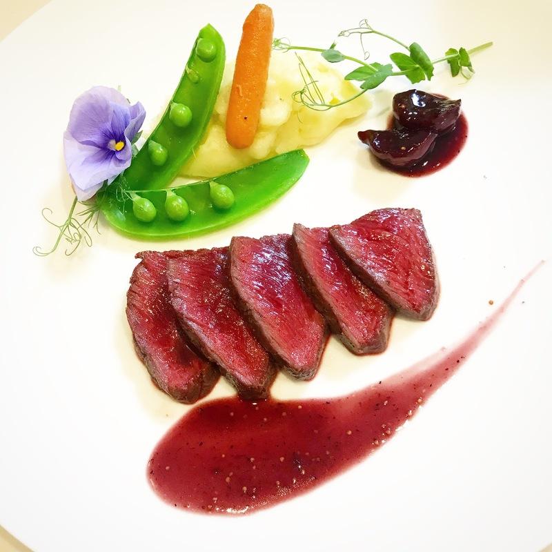 鹿肉のロースト 無花果と赤ワインのソース