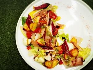 苺とプチモッツアレラチーズ 生ハムとの一皿