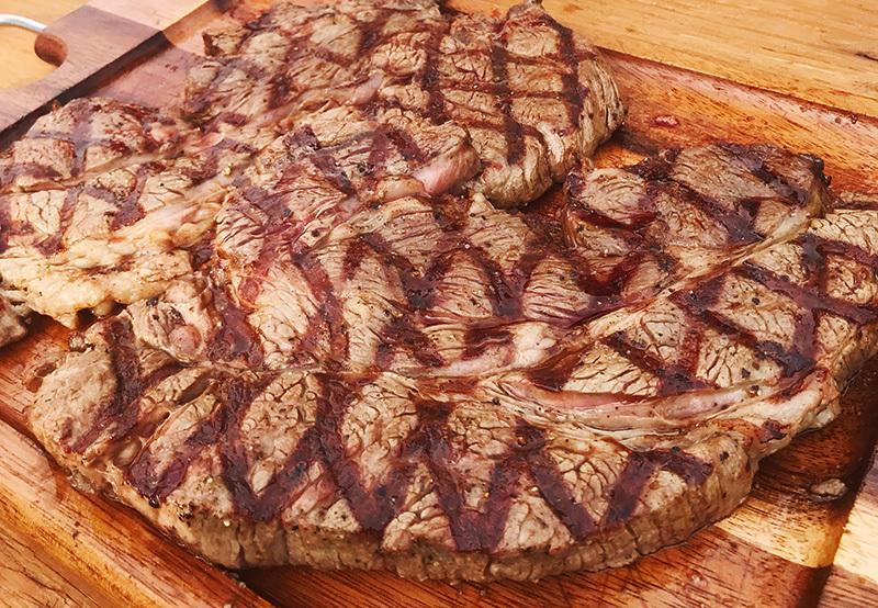 1ポンド アンガス牛ステーキ