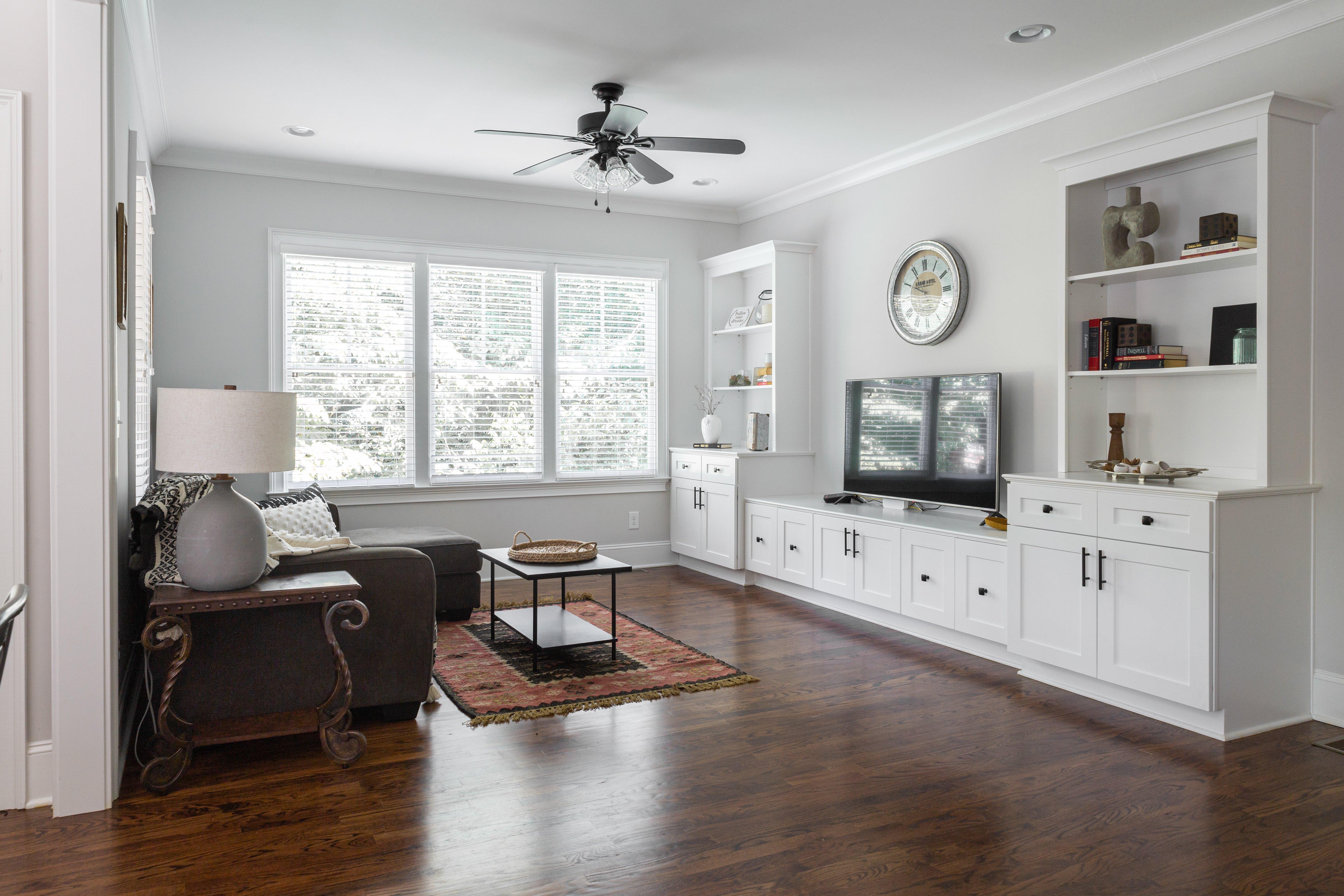 05 livingroom Sinclair Carriage House-5.jpg