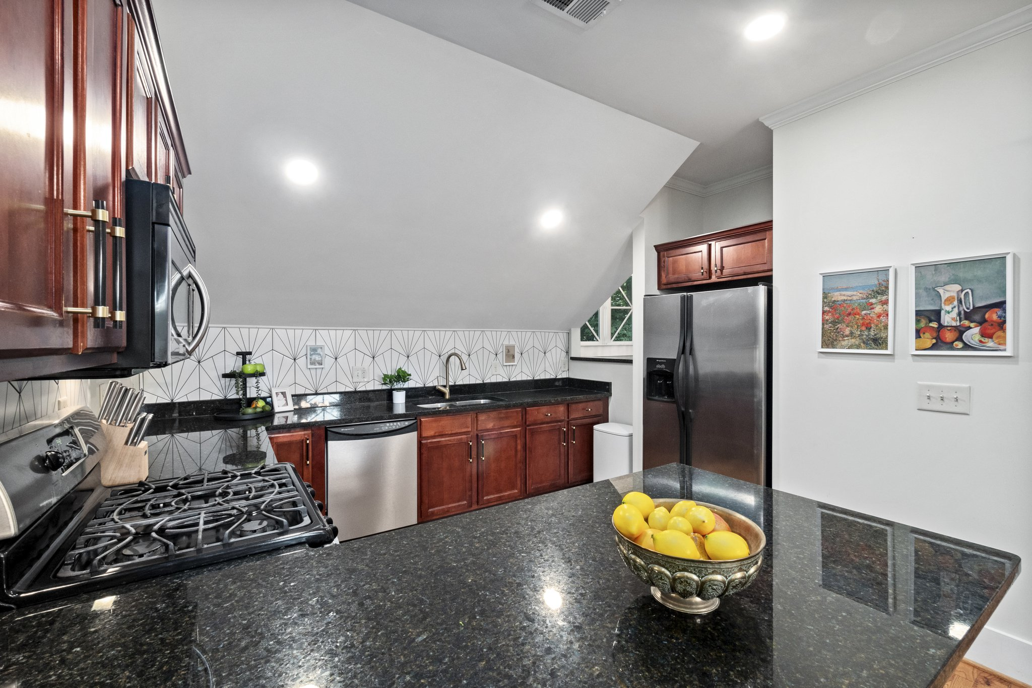 13 kitchen15.jpg