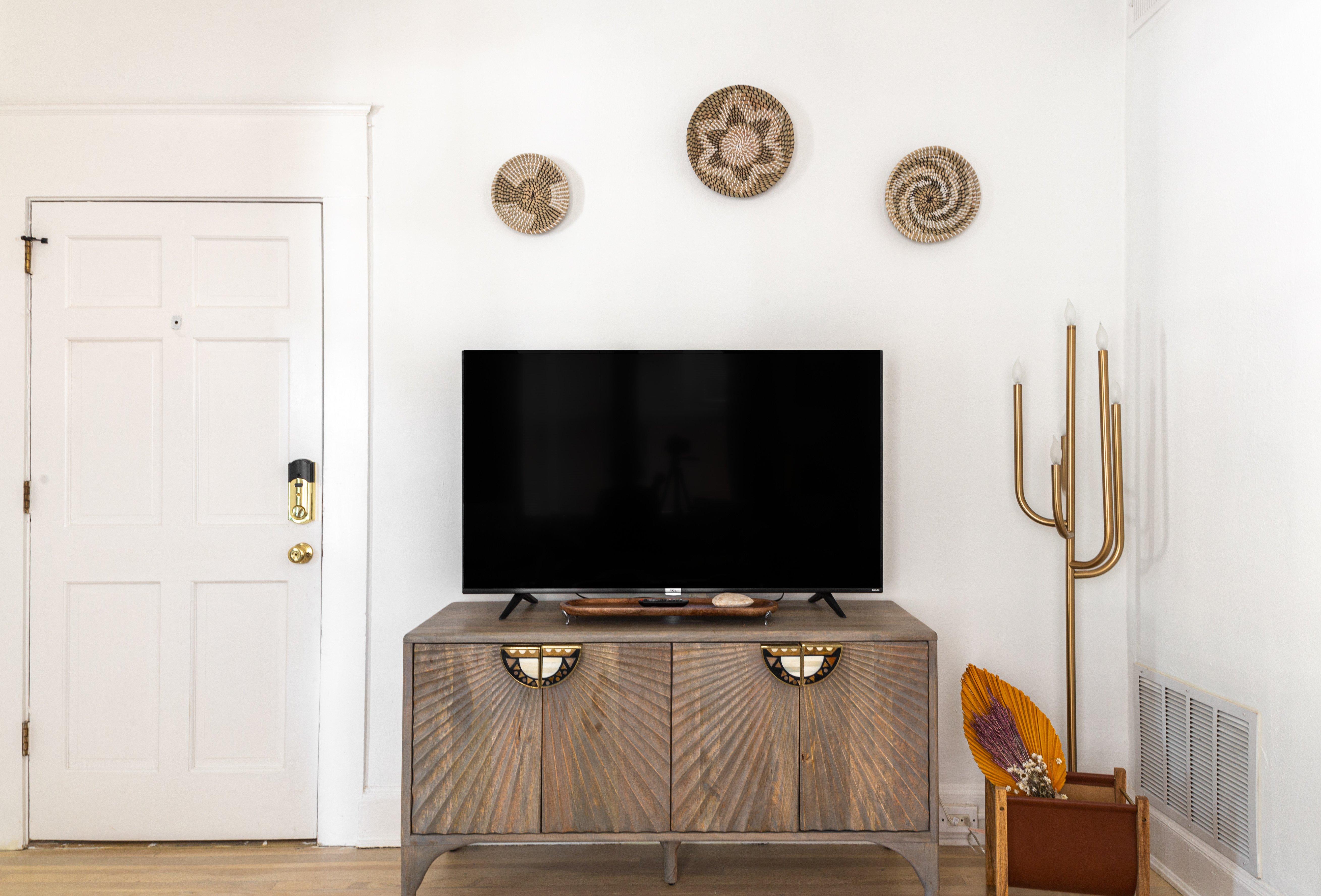 16 livingroom 20210810-IMG_2615.jpg