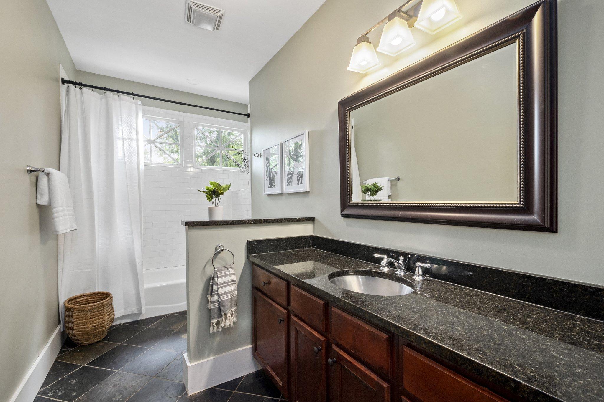 18 bathroom27.jpg