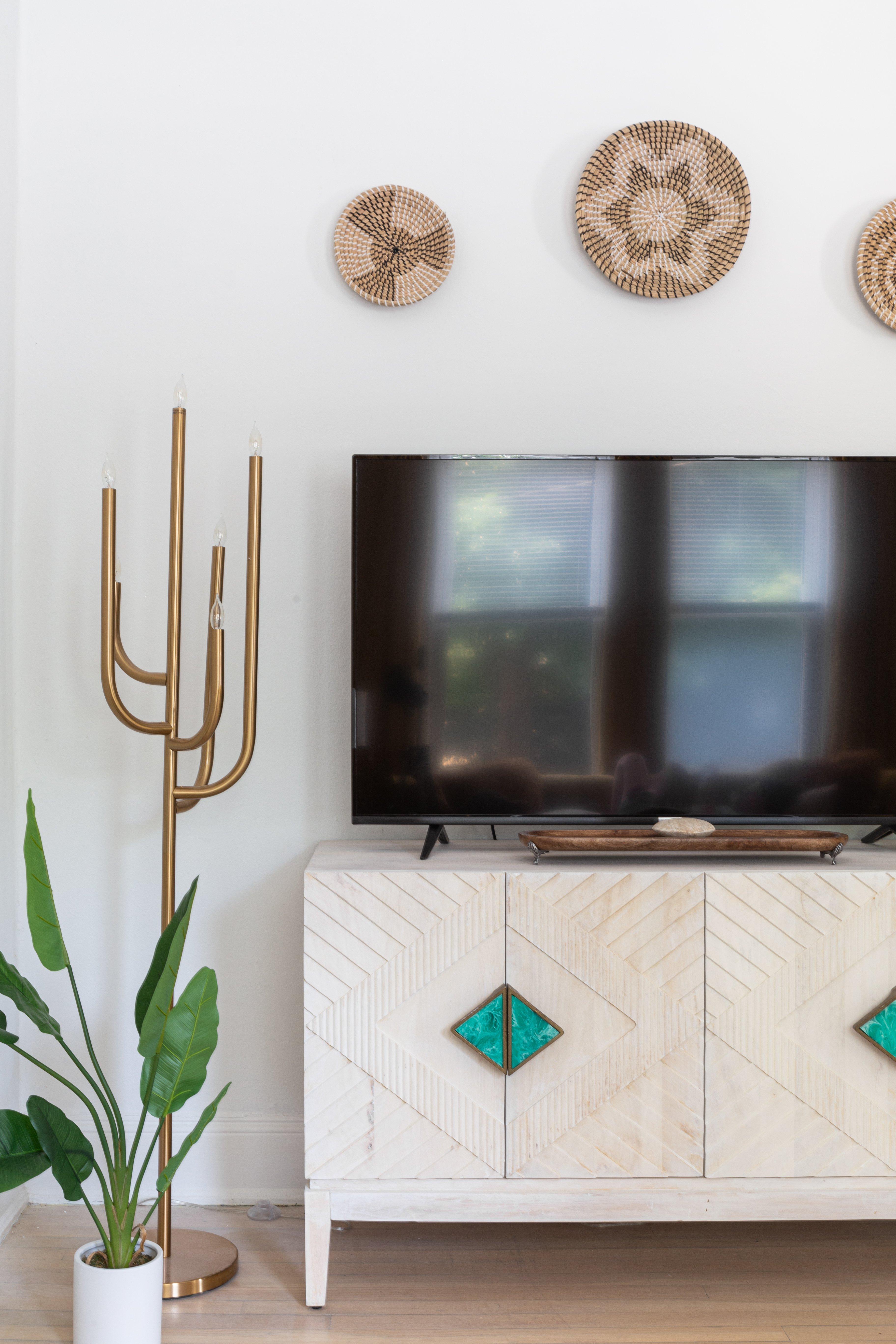 18 livingroom 20210728-IMG_1135.jpg