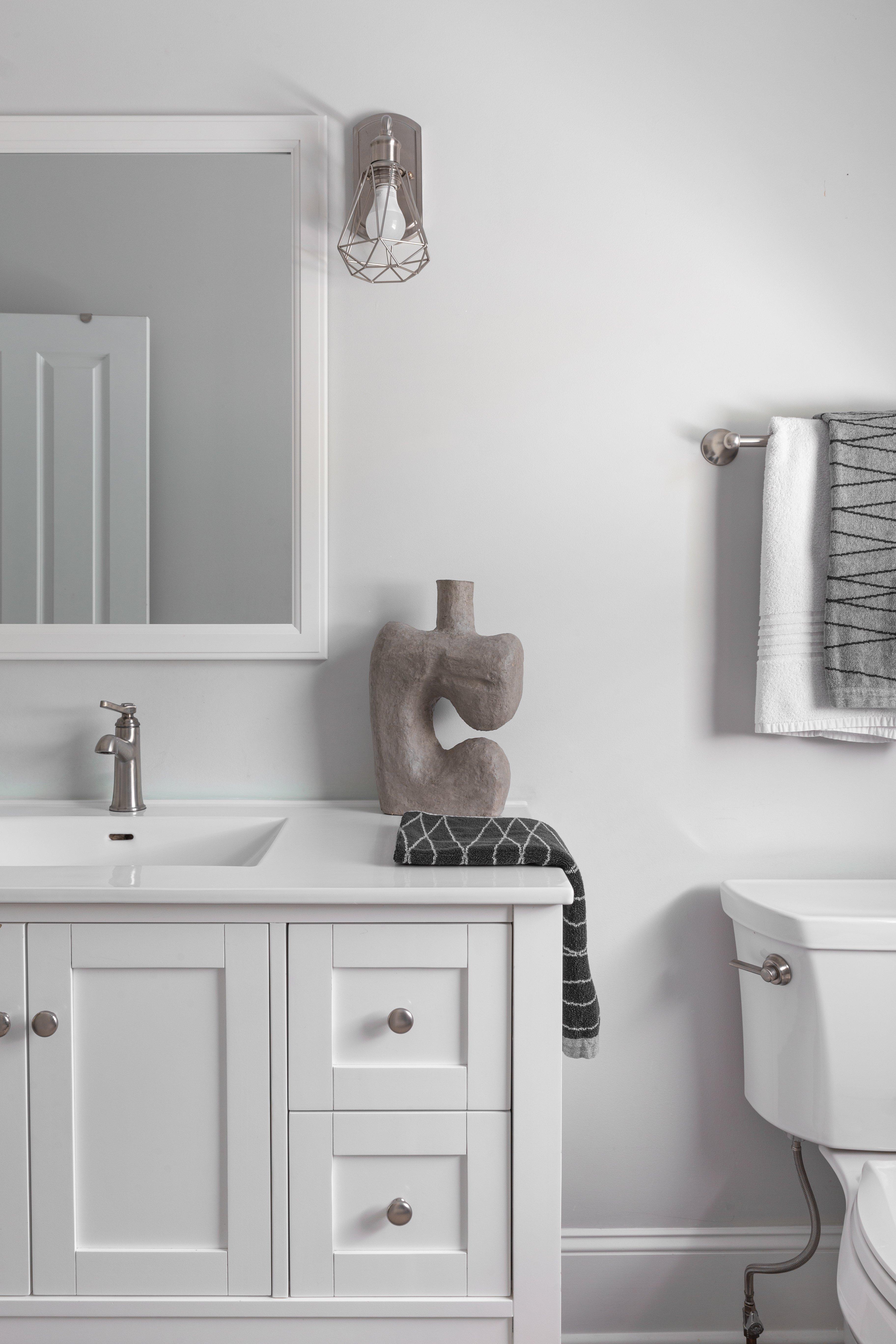 20 bathroom Sinclair Carriage House-9.jpg