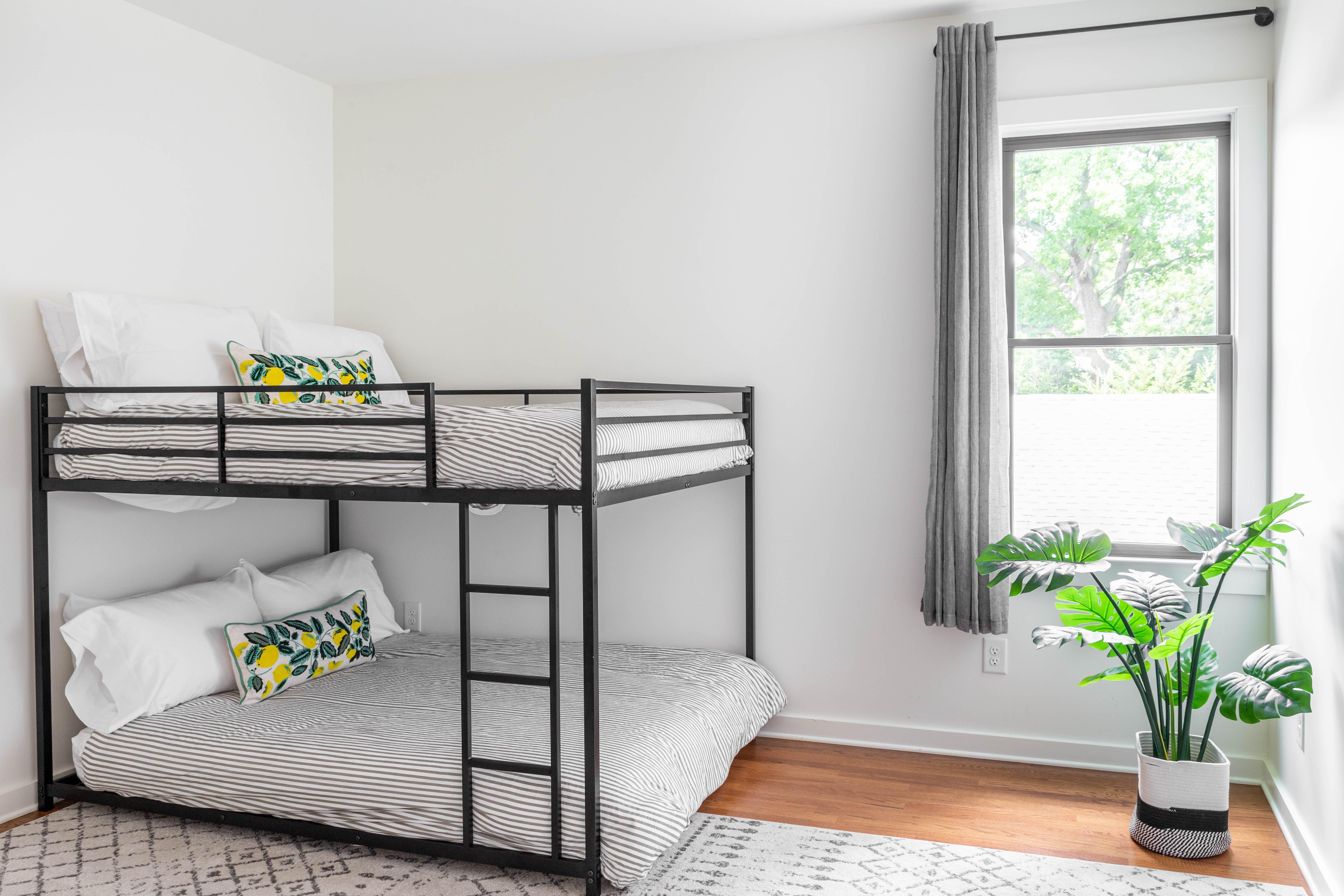 33 bedroom 3 20210707-IMG_8227-HDR.jpg