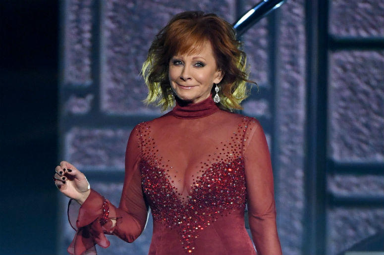 reba mcentire to return as host of cma country christmas radiocom - Country Christmas Radio