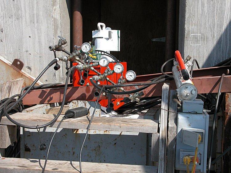 mar_05_4773_hydraulic_control.jpg