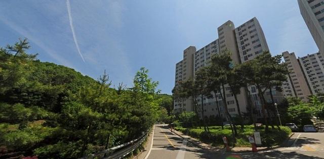 My family moved from Shinlim to Gwangju in Gyeonggi.