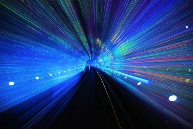 На скорости света время останавливается