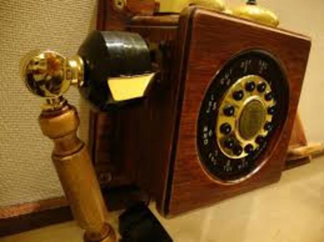 SE REALIZA LA PRIMERA COMUNICACIÓN TELEFÓNICA.
