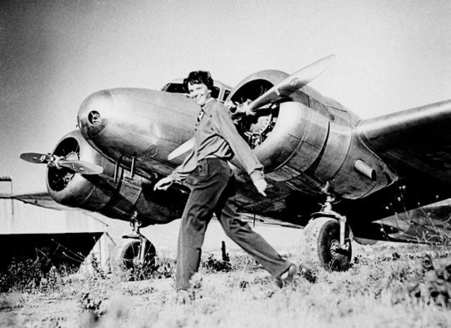 the first woman to fly solo across the Atlantic Ocean