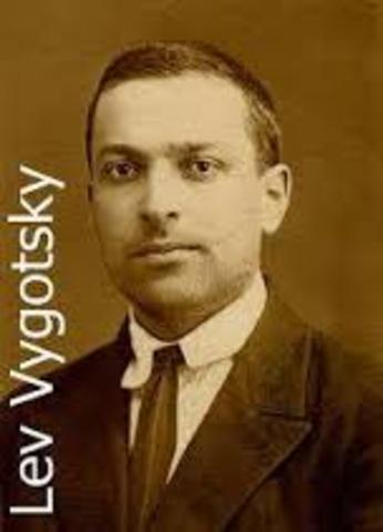 Lev Vygotski: https://www.youtube.com/watch?v=lhlhebWLqc0