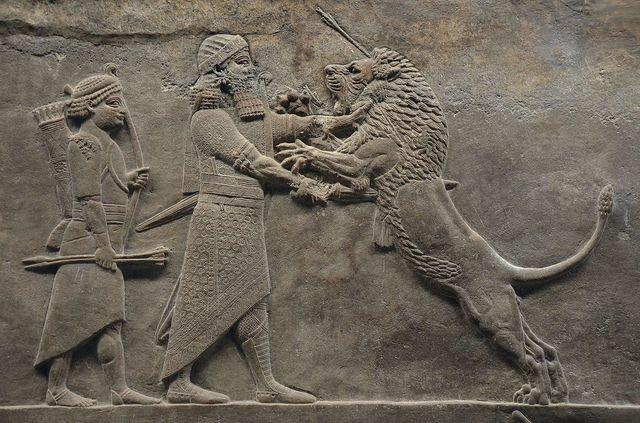 Assurbanipal recopila 800 tablillas médicas en la biblioteca de Nínive.