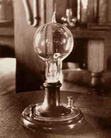 Creacion de la primera bombilla electrica
