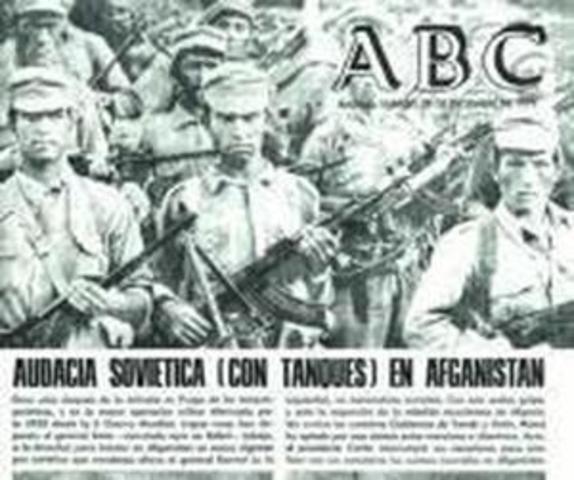 La URSS invade Afganistan