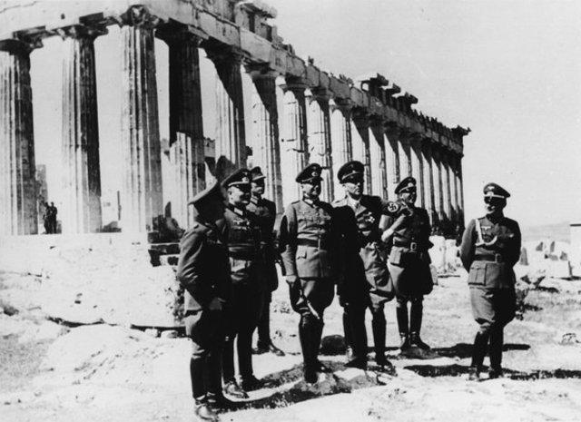 Italia invade Grecia