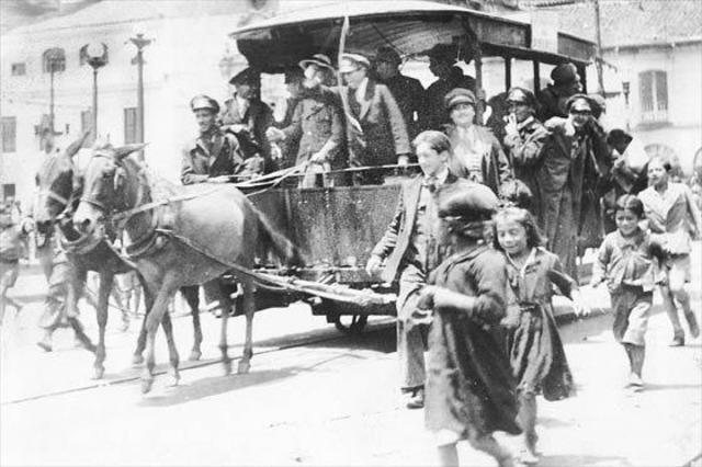 Primeros carros del tranvía