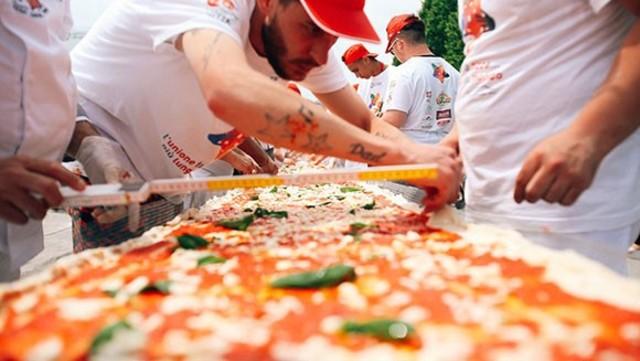 WORLD'S LONGEST PIZZA