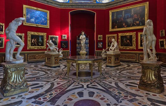 Uffizi and Fashion
