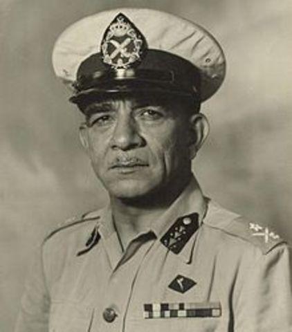 Muhammad Naguib bliver Egyptens første præsident