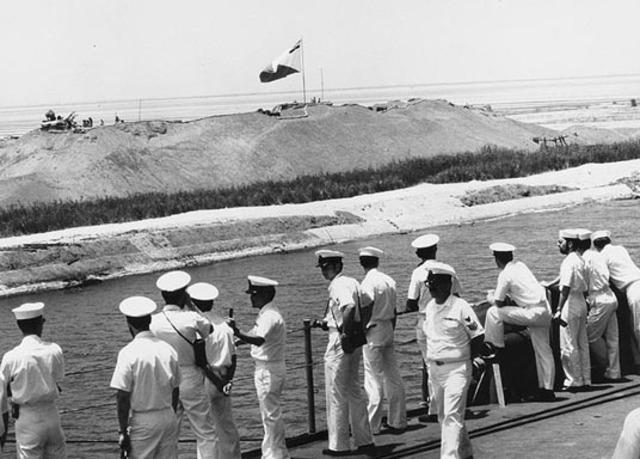 Suez-kanalen genåbnes for international sejlads