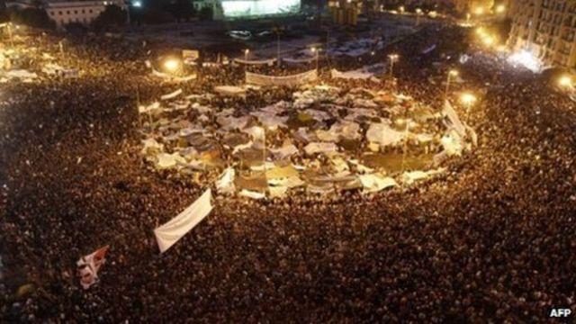 Tahrir-pladsen fyldes af protester
