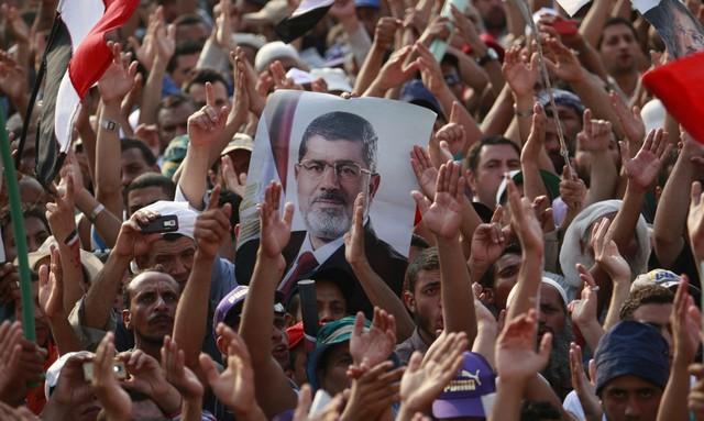 Morsi afsættes af hæren og Egypten får en midlertidig præsident