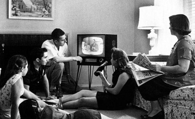 """""""TELEVISIÓN PUBLICA"""""""