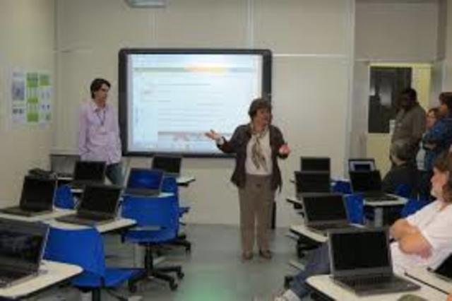 Surgimento da implantação de projetos-piloto para a informatização em universidades