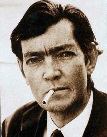 Júlio Córtazar, nació en Bélgica un 26 de Agosto de 1914, escritor argentino.