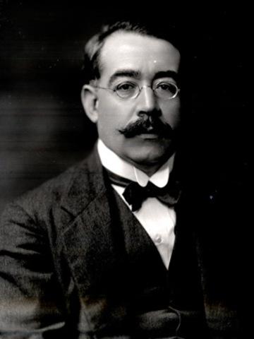 Leopoldo Lugones, nació en Villa María el año 1874, poeta argentino.