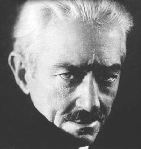 Macedonio Fernández, nació en Buenos Aires el año 1874, fué un escritor y filósofo argentino.
