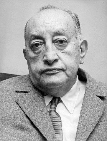 Miguel Ángel Asturias, nació en Guatemala el año 1899, poeta, narrador, dramaturgo, periodista y diplomático guatemalteco.