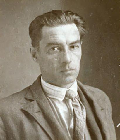Roberto Arlt, nació en Buenos Aires el año 1900, escritor y periodista argentino.