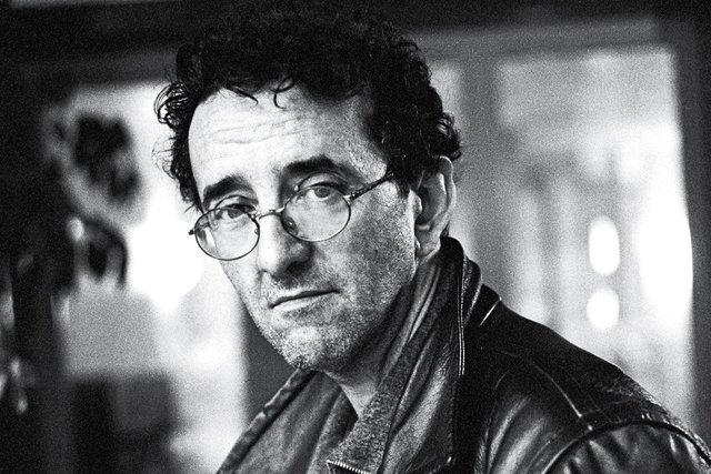 Roberto Bolaño, nació en santiago el año 1953, escritor chileno.