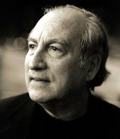 Tomás Eloy Martínez, nació en Tucumán el año 1934, narrador, cronista y crítico argentino.