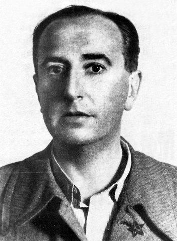 Vicente Huidobro, nació en Santiago el año 1893, poeta chileno.