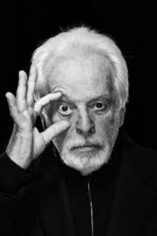 Alejandro Jodorowsky, nació en Chile el año 1929, escritor y director de cine.