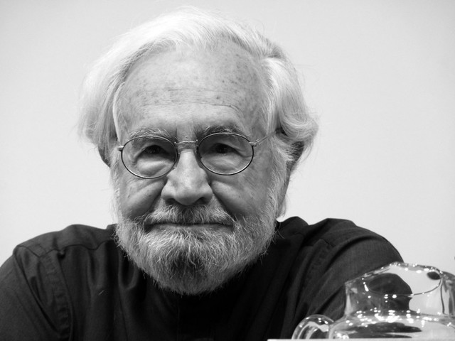 Tomás Segovia, nació en España el año 1927, fué un escritor, poeta y ensayista.