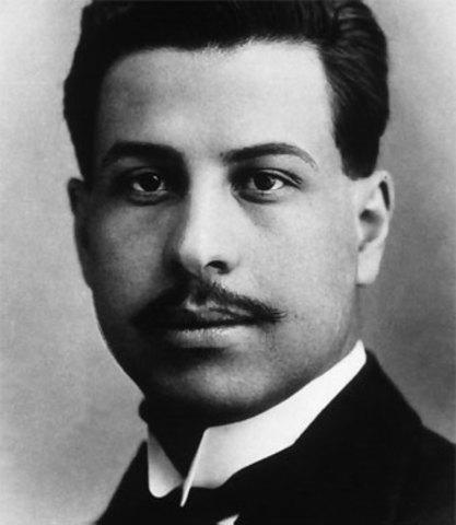 Ramón López Velarde, nació en Jerez el año 1888, poeta mexicano.
