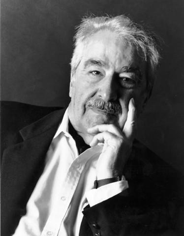 Álvaro Mutis, nació en Bogota el año 1923, escritor y poeta colombiano.