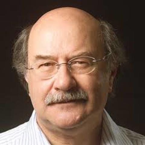 Antonio Skarmeta, naciò el 7 de noviembre de 1940 en Antofagasta (Chile). Escritor y profesor.