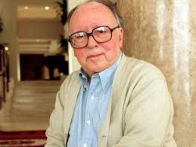Augusto Monterroso, nació el 21 de diciembre de 1921 en Honduras, escritor guatemalteco.