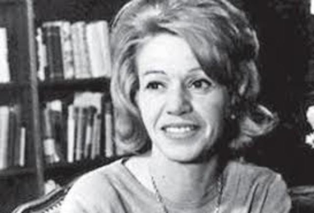 Elena Garro, nació el 11 de diciembre de 1916 en Puebla, y falleció en Cuernavaca Morelos el 22 de agosto de 1998. Fue periodista, guionista, cuentista, dramaturga y cuentista.