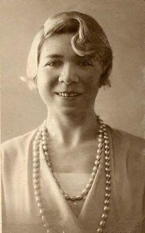 Alfonsina Storni, nació en Suiza, el año 1892, poetisa argentina de origen suizo.