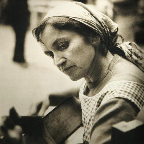 Violeta Parra, nació en San Carlos el año 1917, cantautora y folclorista chilena.