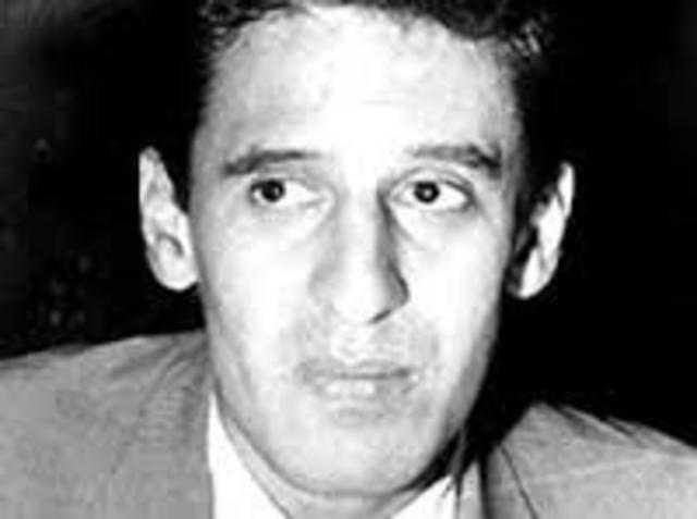 Roque Dalton. Nació el 14 de mayo de 1935 en El Salvador y falleció en la mismo lugar el 10 de mayo de 1975. Fue periodista, y poeta.